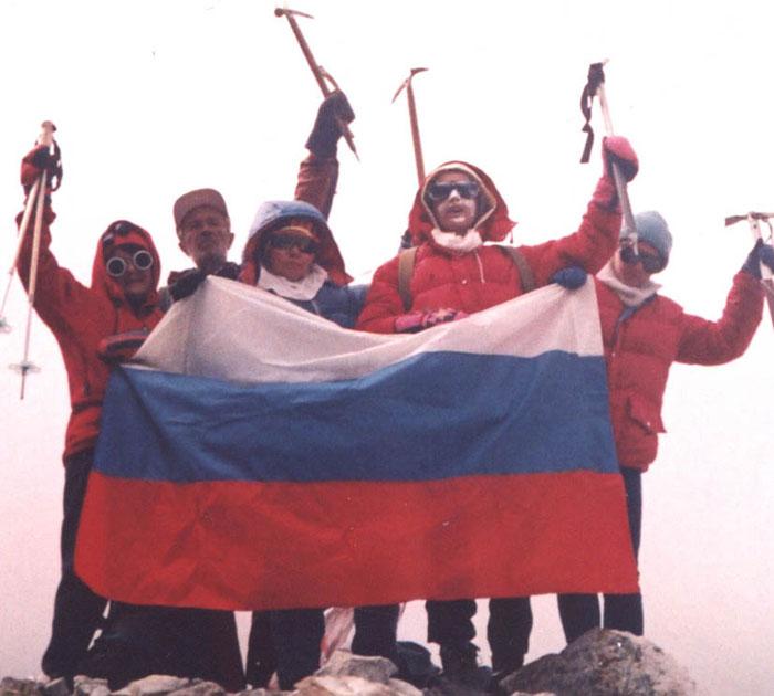 Флаг России на Эльбрусе
