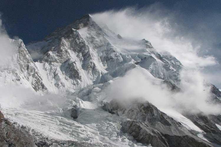 К2 (8.611 метров, она же Чогори, Дапсанг или Годуин Остин)