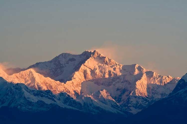 Канченджанга (8.586 метров, третья по высоте гора мира).