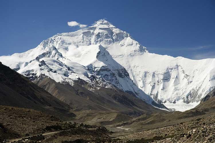Эверест (Джомолунгма, 8.850 метров).